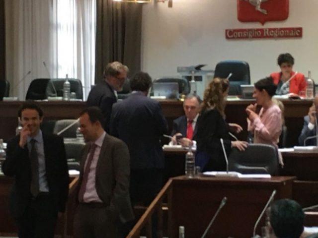 seduta consiglio regionale che è stata sospesa per bagarre