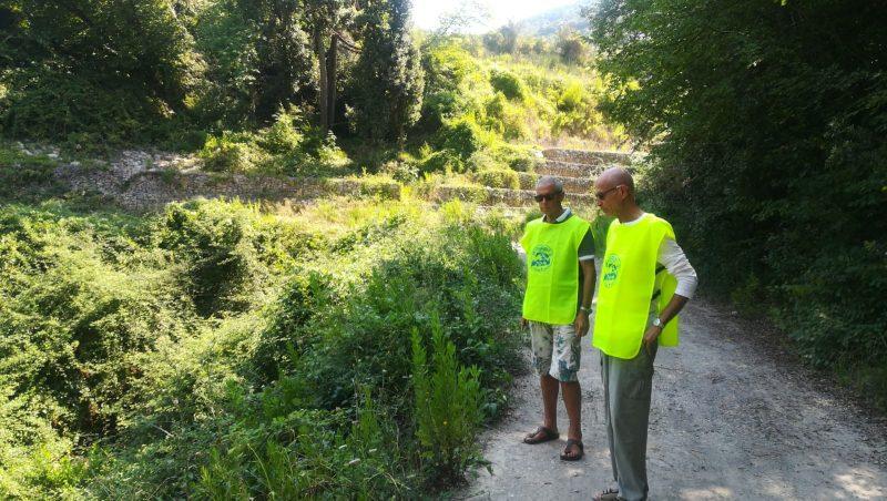 volontari del gruppo Acchiapparifiuti scoprono le discariche