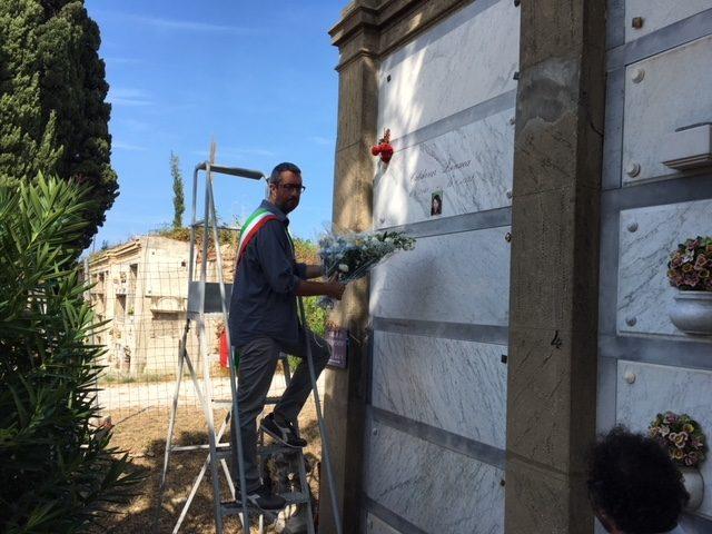 Bimbi rom morti nel rogo di Livorno, la cerimonia del ricordo