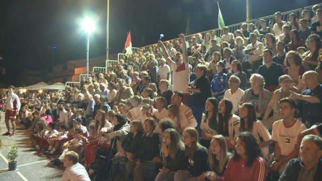 Folla al Palio di Santa Lucia vinto da contrada 'Tre Vie'