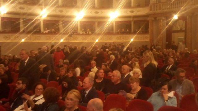 pubblico al teatro Goldoni