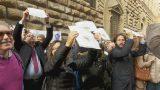 #giulemanidallinformazione, il flash mob di Firenze