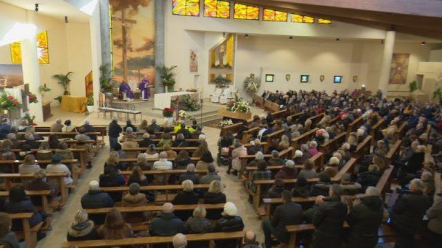 Chiesa gremita ad Antignano per i funerali di Paola Nappi