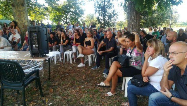 Maleodoranze per sversamenti: la protesta dei residenti non si fa attendere a S. Piero a Grado. Riunione partecipata e a tratti anche nervosa.