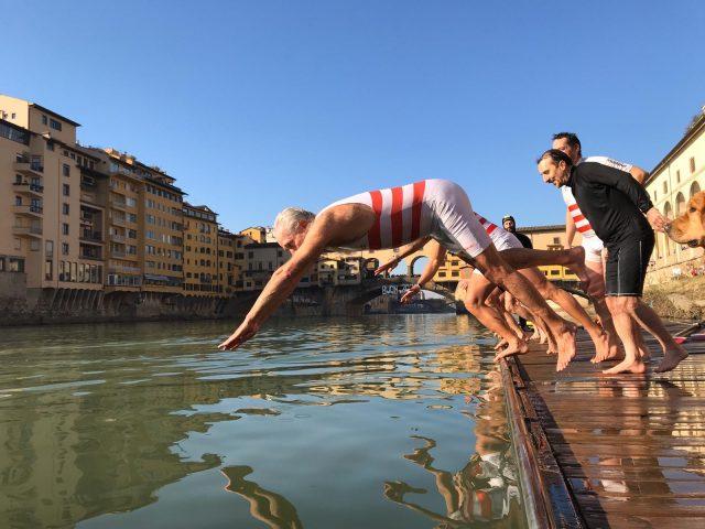 Arno,l il tuffo di Giani ai canottieri