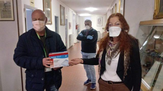 la scuola dona le mascherine
