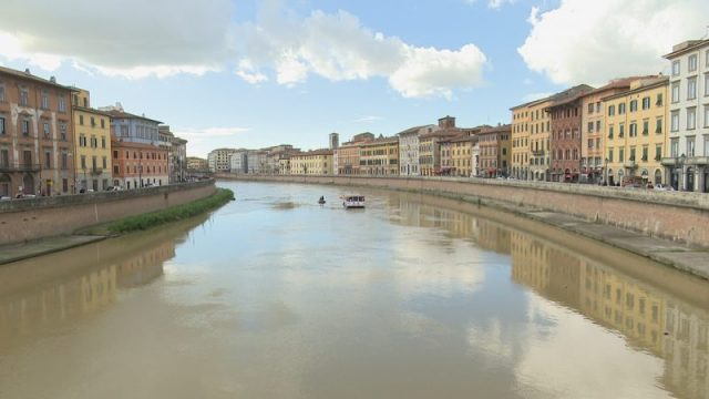clown sull'Arno a Pisa